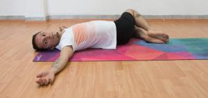 yoga media torsión